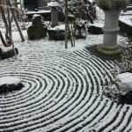 長岡観音 長念寺の初雪の石庭